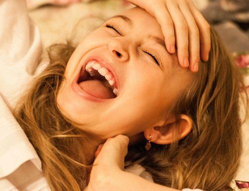 Studenci medycyny na zajęciach śmiechoterapii uczą się, jak zwalczać stres
