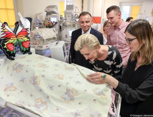 Para Prezydencka odwiedziła sześcioraczki i ich rodziców