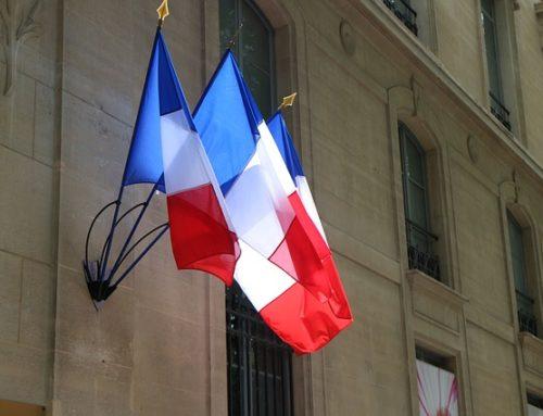 Francuski parlament za in vitro bez ojca, dobro dziecka pominięte
