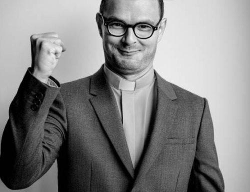 Pierwsze zdjęcia Dawida Ogrodnika w roli ks. Jana Kaczkowskiego