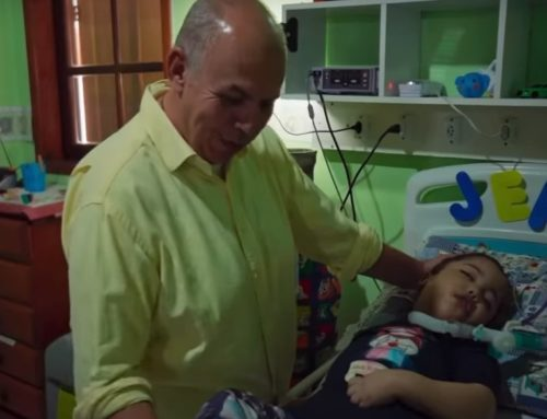 Adoptował 42 dzieci, które przeżyły aborcję