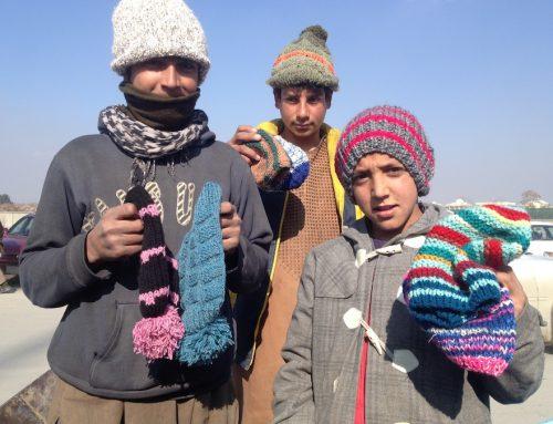 Pozytywny efekt izolacji – 1,5 tony wydzierganych ubrań dla afgańskich dzieci