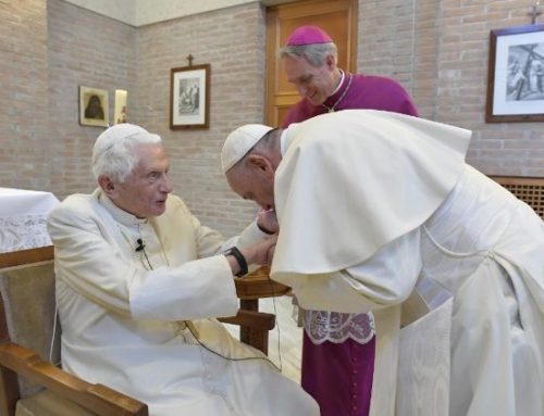 Franciszek i Benedykt XVI zostali zaszczepieni